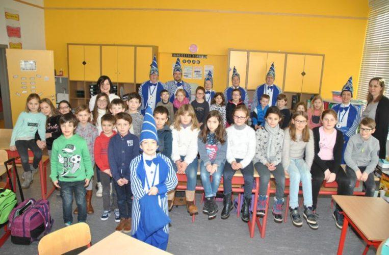 """Visite du groupe carnavalesque """"Les nez pointus de la Spetz"""" aux classes de 2e et 4e primaire"""